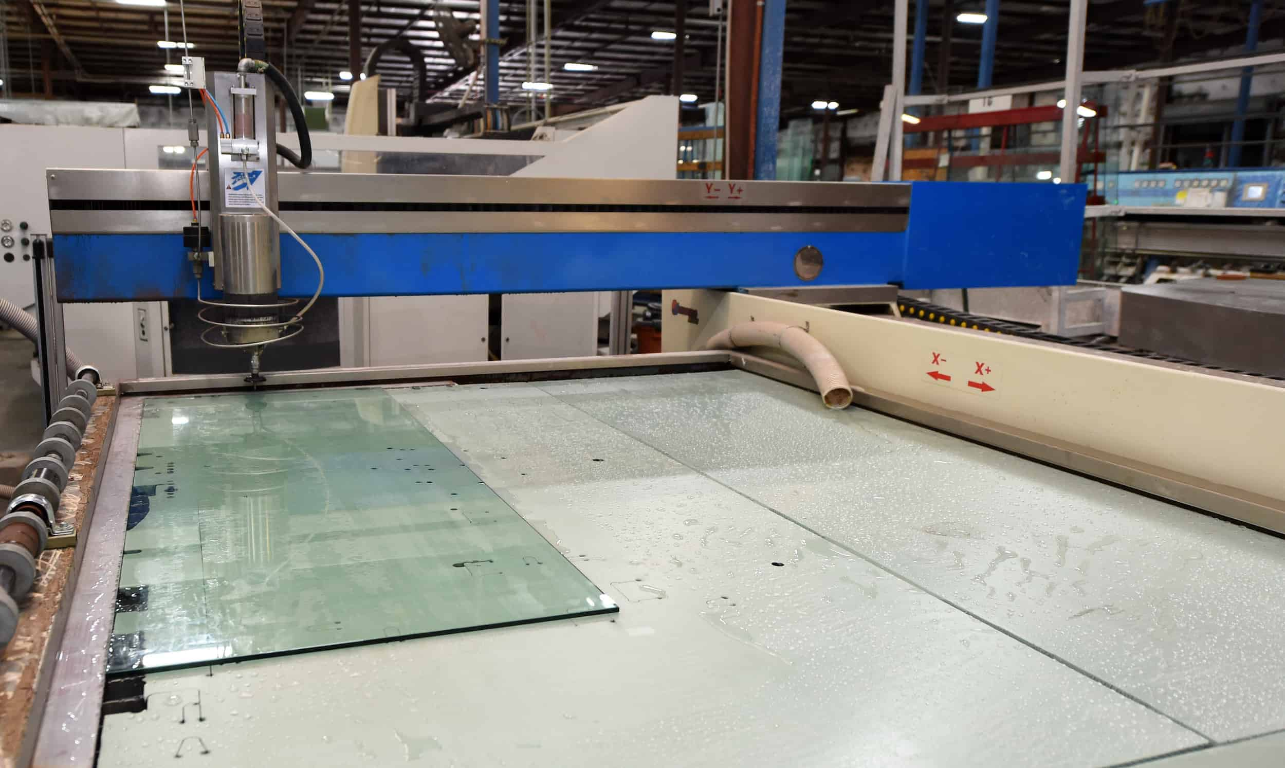 Glass waterjet by HHH Tempering Resources in action